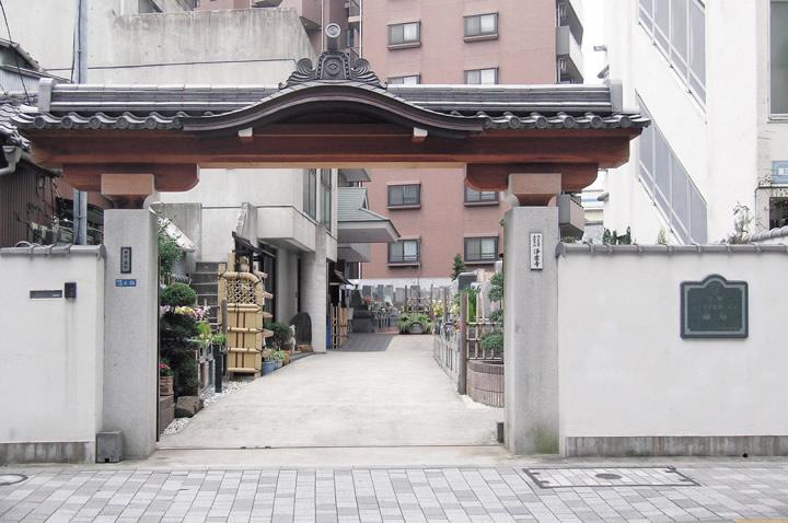 寺院の門改葬後